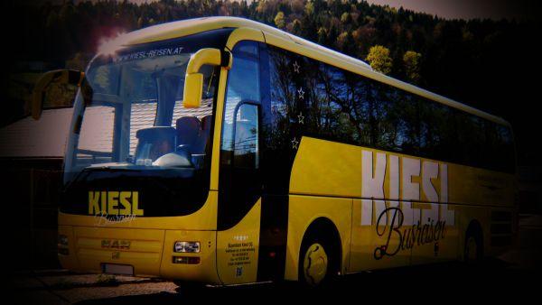 1-busreisen-kiesl-og-bus-gelb-bg-kodachr2579E5A443-32A1-1C21-8313-63A96E222F21.jpg